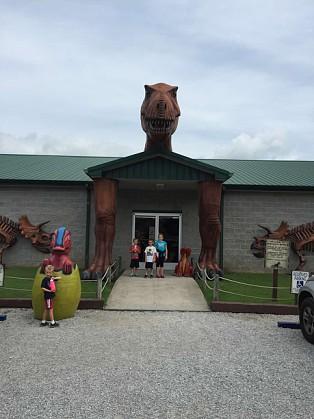 Explore Dinosaur World In Cave City Kentucky The Club Mom